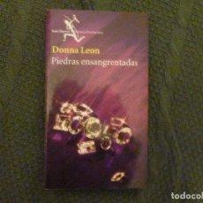 Libros de segunda mano: PIEDRAS ENSANGRENTADAS LEON, DONNA EDITORIAL: SEIX BARRAL. (2005) 327PP. Lote 105933227