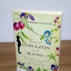 Libros de segunda mano: CON EL CORAZÓN EN LA MANO, CLEAVE CHIS. EMBOLSILLO. 1 ª ED. 1 ª IMP. 2012. Lote 102479831