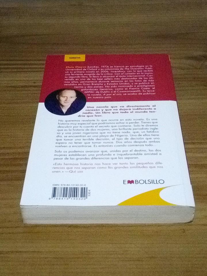 Libros de segunda mano: CON EL CORAZÓN EN LA MANO, CLEAVE CHIS. EMBOLSILLO. 1 ª ed. 1 ª imp. 2012 - Foto 3 - 102479831