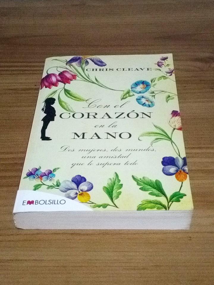 Libros de segunda mano: CON EL CORAZÓN EN LA MANO, CLEAVE CHIS. EMBOLSILLO. 1 ª ed. 1 ª imp. 2012 - Foto 2 - 102479831