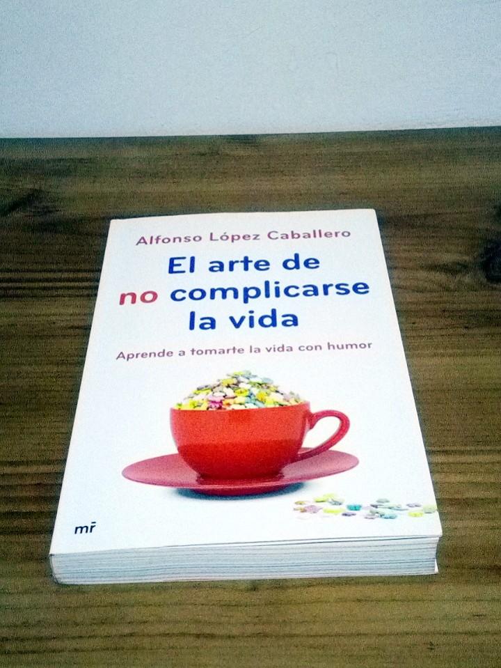 Libros de segunda mano: EL ARTE DE NO COMPLICARSE LA VIDA. López Caballero Alfonso, tomarte la vida con humor 1 ª ed. 2013 - Foto 2 - 103698959