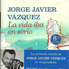 Libros de segunda mano: JORGE JAVIER VÁZQUEZ-LA VIDA IBA EN SERIO.PLANETA.2012.. Lote 108432195