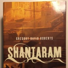 Libros de segunda mano: SHANTARAM GREGORY ,DAVID ROBERTS, UMBRIEL, 2006. Lote 110361603