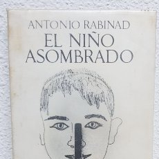 Libros de segunda mano: EL NIÑO ASOMBRADO. NOVELA - ANTONIO RABINAD - SEIX BARRAL - BIBLIOTECA BREVE. Lote 113182912