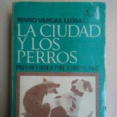 Libros de segunda mano: LA CIUDAD Y LOS PERROS. Lote 115606528