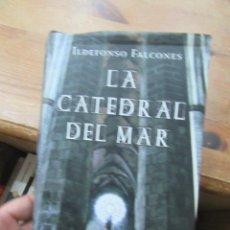 Libros de segunda mano: LIBRO LA CATEDRAL DEL MAR ILDEFONSO FALCONES 2006 CIRCULO DE LECTORES L-13773-169. Lote 115607363