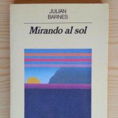 Libros de segunda mano: MIRANDO AL SOL - JULIAN BARNES (ANAGRAMA, 2ª ED., 1987). Lote 122825411