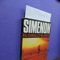 Libros de segunda mano: EL CABALLO BLANCO. SIMENON, GEORGES. ED. LUIS DE CARALT. BARCELONA 1977. Lote 123996819