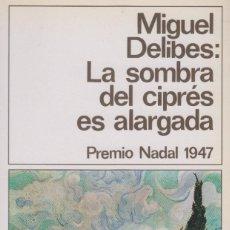Libros de segunda mano: LA SOMBRA DEL CIPRÉS ES ALARGADA. MIGUEL DELIBES. 8ª EDICIÓN EN DESTINO LIBRO, 1990. Lote 125378303