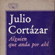 Libros de segunda mano: JULIO CORTÁZAR : ALGUIEN QUE ANDA POR AHÍ (ALFAGUARA, 1977). Lote 127004739