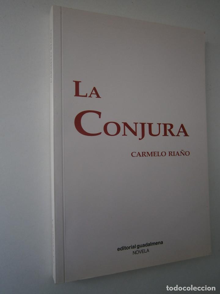 Libros de segunda mano: LA CONJURA CARMELO RIAÑO GUADALMENA 2009 - Foto 2 - 128783023