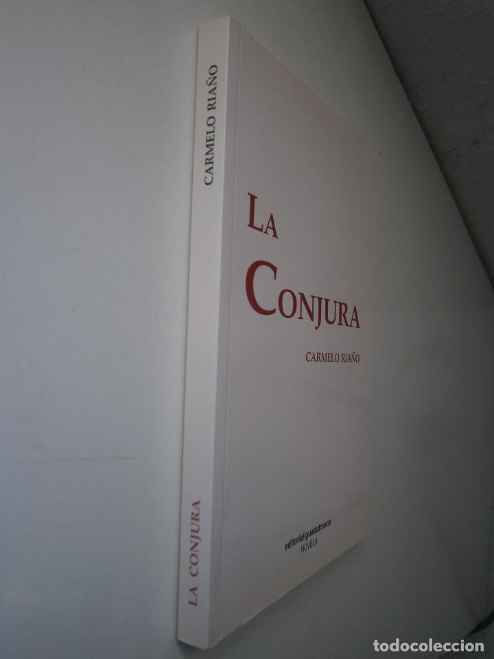 Libros de segunda mano: LA CONJURA CARMELO RIAÑO GUADALMENA 2009 - Foto 3 - 128783023