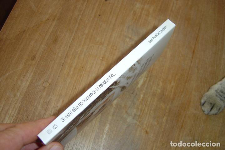 Libros de segunda mano: SI ESTE AÑO NO TOCAMOS LA REVOLUCIÓN ME AVENTURO CON LOS CABALLOS SALVAJES. E. PARDIÑAS V. 2004. - Foto 2 - 128958015