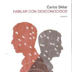 Libros de segunda mano: CARLOS SKLIAR : HABLAR CON DESCONOCIDOS. (ED. CANDAYA, 2014) . Lote 139559650