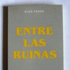 Libros de segunda mano: ENTRE LAS RUINAS - BLAS PARRA - PREMIO DE NOVELA CASINO DE MIERES 1989. Lote 139595954