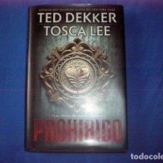 Libros de segunda mano: LIBRO PROHIBIDO EL LIBRO DE LOS MORTALES 2011 TED DEKKER TOSCA LEE GRUPO NELSON TAPA DURA. Lote 139615610