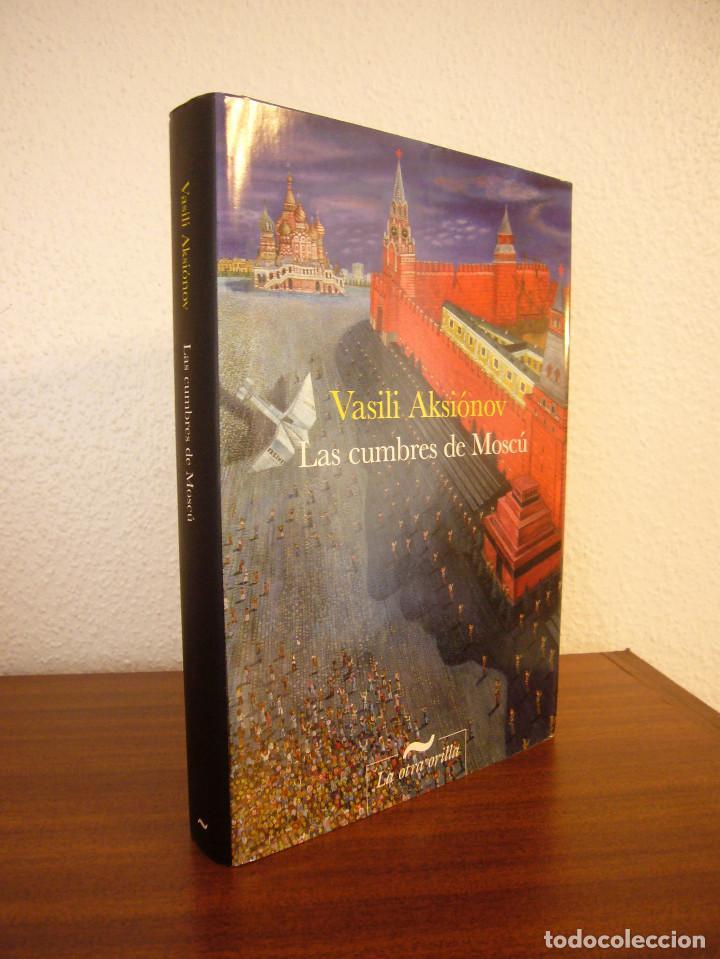 VASILI AKSIÓNOV: LAS CUMBRES DE MOSCÚ (LA OTRA ORILLA, 2011) TAPA DURA. PERFECTO (Libros de Segunda Mano (posteriores a 1936) - Literatura - Narrativa - Otros)