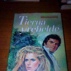 Libros de segunda mano: TIERNA Y REBELDE. JOHANNA LINDSEY. EST17B4. Lote 145787702