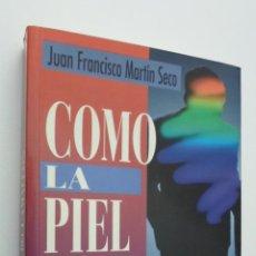 Libros de segunda mano: COMO LA PIEL DEL CAMALEÓN [DEDICATORIA DEL AUTOR] - MARTÍN SECO, JUAN FRANCISCO. Lote 146055901