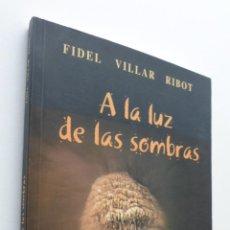 Libros de segunda mano: A LA LUZ DE LAS SOMBRAS, CUENTOS Y LEYENDAS DE LA CUEVA DE LAS VENTANAS DE PINAR - VILLAR RIBOT, FID. Lote 151837716