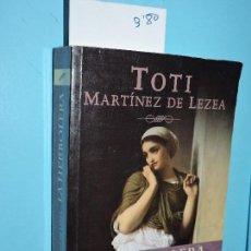Libros de segunda mano: LA HERBOLERA. UNA JOVEN CURANDERA ACUSADA DE BRUJERÍA. MARTÍNEZ DE LEZEA, TOTI. ED. MAEVA. MADRID 20. Lote 152114206
