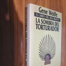 Libros de segunda mano: LA SOMBRA DEL TORTURADOR. GENE WOLFE. MINOTAURO. TAPA DURA. BUEN ESTADO. ALGO RARO. Lote 156009802
