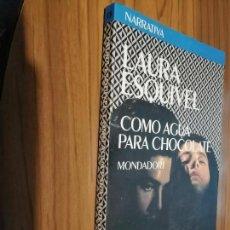 Libros de segunda mano: COMO AGUA PARA CHOCOLATE. LAURA ESQUIVEL. MONDADORI. RÚSTICA. BUEN ESTADO. RARA EDICIÓN. Lote 156009902