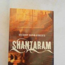 Libros de segunda mano: SHANTARAM. GREGORY DAVID ROBERTS. EDITORIAL UMBRIEL 2006.. Lote 156103886