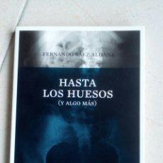 Libros de segunda mano: HASTA LOS HUESOS (Y ALGO MÁS) - SÁEZ ALDANA,FERNANDO. Lote 156628270