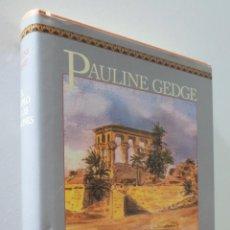 Libros de segunda mano: EL TEMPLO DE LAS ILUSIONES - GEDGE, PAULINE. Lote 157670426