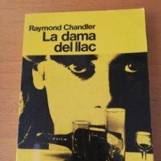 Libros de segunda mano: LA DAMA DEL LLAC (RAYMOND CHANDLER) EDICIONS 62. Lote 160110958