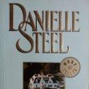Libros de segunda mano: LA VILLA / DANIELLE STEEL. 1ª ED. BARCELONA : DEBOLS!LLO, 2006. (BESTSELLER ; 245 / 40). . Lote 161383762
