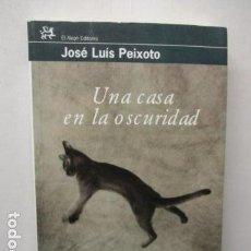 Libros de segunda mano: UNA CASA EN LA OSCURIDAD /POR: JOSE LUIS PEIXOTO - EDITA: ALEPH EDITORES. Lote 161732346