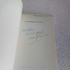 Libros de segunda mano: FIRMADO Y DEDICADO - FIRMA Y DEDICATORIA DEL AUTOR: MARIO VARGAS LLOSA - LA SEÑORITA DE TACNA. Lote 162153586