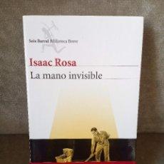 Libros de segunda mano: ISAAC ROSA - LA MANO INVISIBLE - SEIX BARRAL, 1ª ED., 2011 - COMO NUEVO. Lote 165214174