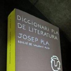 Libros de segunda mano: DICCIONARI PLA DE LITERATURA.JOSEP PLA EDICIO DE VALENTI PUIG.DESTINO 2000 PRIMERA EDICIO.ANCORA 1 1. Lote 166246234