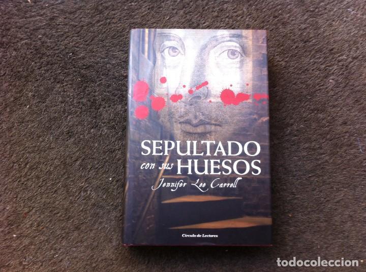 JENNIFER LEE CARRELL. SEPULTADO CON SUS HUESOS. ED. CÍRCULO, 2008. TAPA DURA (Libros de Segunda Mano (posteriores a 1936) - Literatura - Narrativa - Otros)