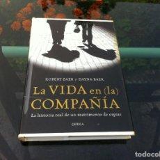 Libros de segunda mano: ROBERT BAER Y DAYNE BAER. LA VIDA EN LA COMPAÑÍA. ED. CRÍTICA, 2011. Lote 171051909