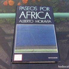 Libros de segunda mano: ALBERTO MORAVIA. PASEOS POR AFRICA. ED. MONDADORI, 1988. Lote 171053088