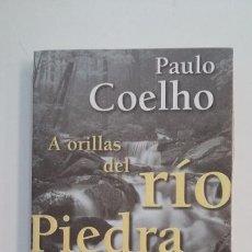 Libros de segunda mano: A ORILLAS DEL RÍO PIEDRA ME SENTÉ Y LLORÉ. - PAULO COELHO. TDK395. Lote 171388059