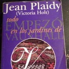 Libros de segunda mano: TODO EMPEZO EN LOS JARDINES DE VAUXHALL. - PLAIDY (HOLT), JEAN (VICTORIA).. Lote 173741305