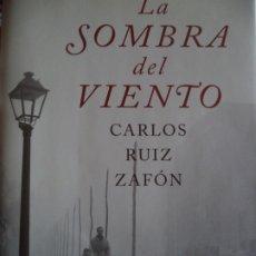 Libros de segunda mano: LA SOMBRA DEL VIENTO CARLOS RUIZ ZAFO PLANETA MUY BUEN ESTADO . Lote 174152414