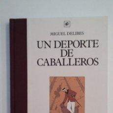 Libros de segunda mano: UN DEPORTE DE CABALLEROS. MIGUEL DELIBES. PEQUEÑO DELFIN. TDK413. Lote 174886683