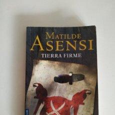 Libros de segunda mano: TIERRA FIRME, MATILDE ASENSI, PLANETA, AÑO 2010, 239 PAGINAS, TAPA BLANDA. Lote 176745808