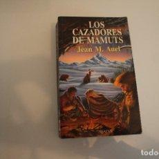 Libros de segunda mano: LOS CAZADORES DE MAMUTS. Lote 181666703