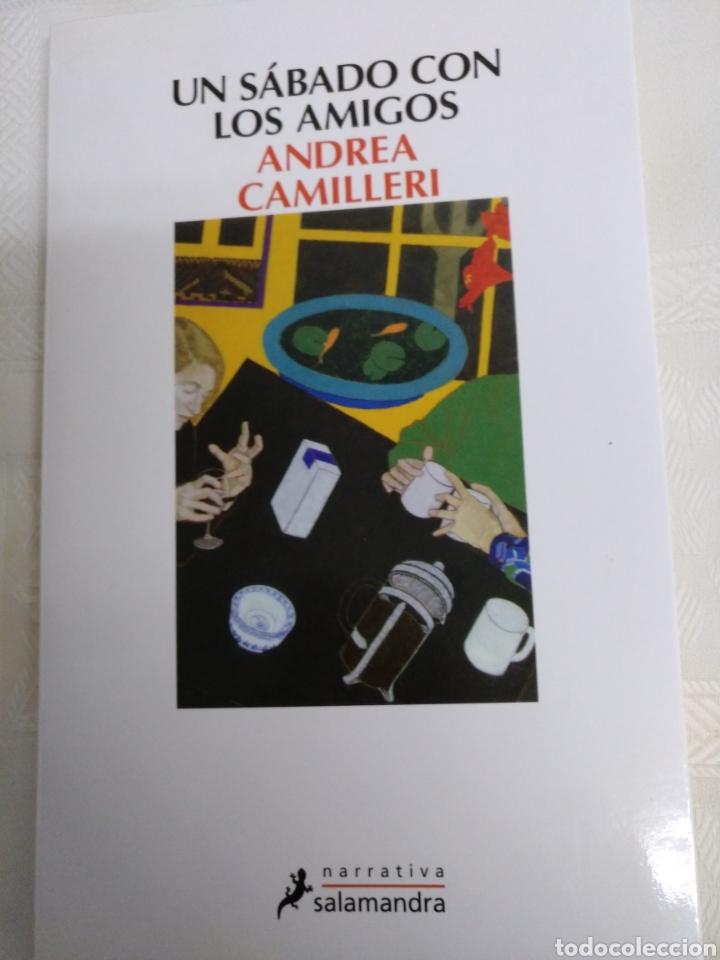 UN SÁBADO CON LOS AMIGOS DE ANDREA CAMILLERI.1A EDICIÓN JULIO 2014 (Libros de Segunda Mano (posteriores a 1936) - Literatura - Narrativa - Otros)