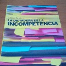 Libros de segunda mano: LA DICTADURA DE LA INCOMPETENCIA XAVIER ROIG. BUEN ESTADO. EST14B2. Lote 186418651