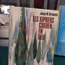 Libros de segunda mano: GIRONELLA, ELS XIPRERS CREUEN EN DEU. ARGOS 1967, EN CATALÁN. Lote 189125595