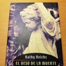 Libros de segunda mano: EL BESO DE LA MUERTE (KATHY REICHS) CÍRCULO DE LECTORES. Lote 189337918