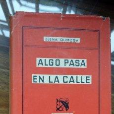 Libros de segunda mano: ALGO PASA EN LA CALLE. ELENA QUIROGA. EDICIONES DESTINO. 1954.. Lote 194223625